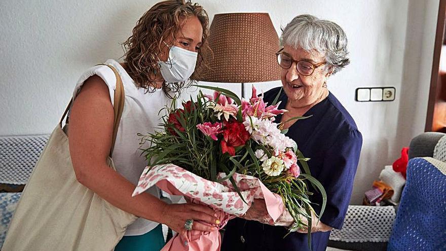 Girona felicita la veïna Maria Barnes pels seus cent anys