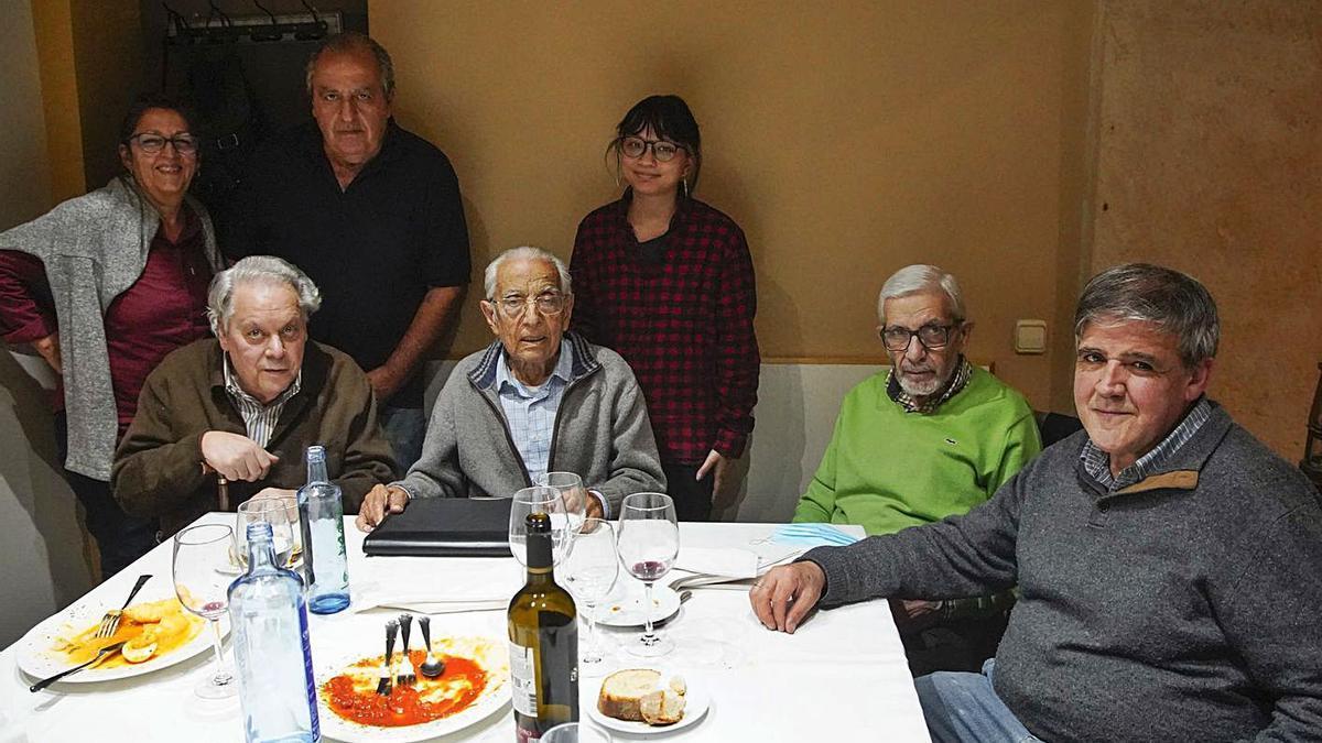 Sentados, desde la izquierda, Antonio Pedrero, Pedro Santos Tuda, Tomás Crespo y Ricardo Flecha. | J. L. Fernández