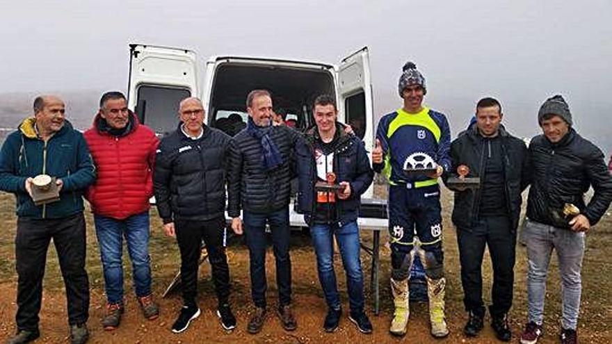 Responsables de la Diputación, con pilotos participantes.