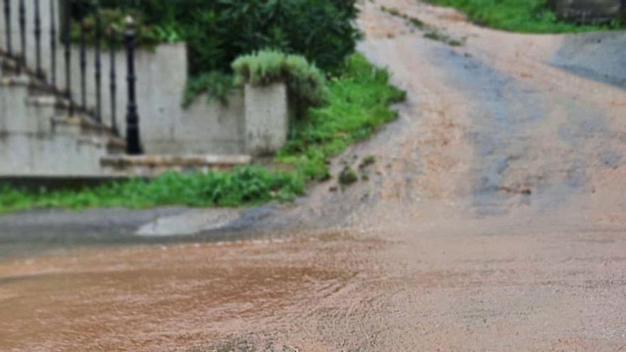 Malestar en Guillán por los daños que causa la obra sin licencia en suelo forestal