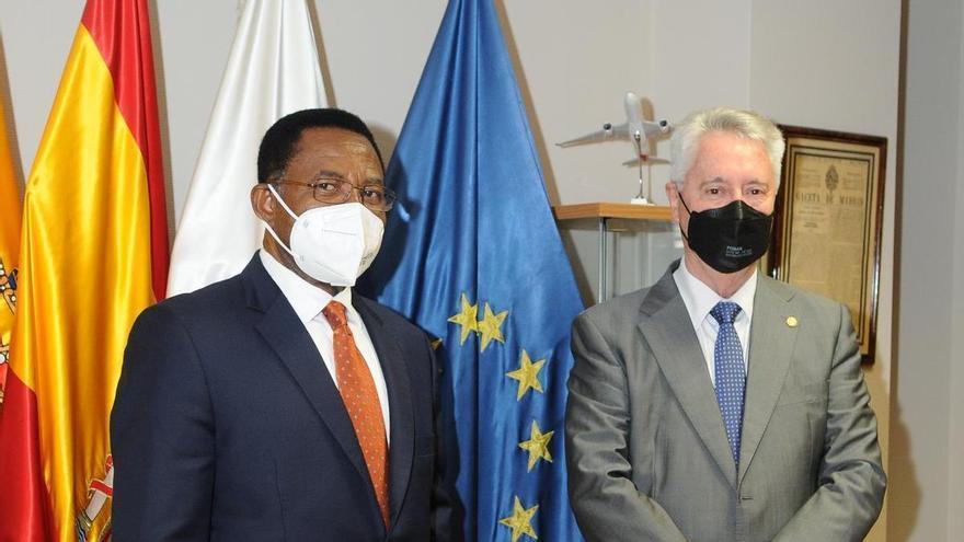 El presidente de la Cámara de Comercio de Gran Canaria recibe al embajador de Guinea Ecuatorial en España