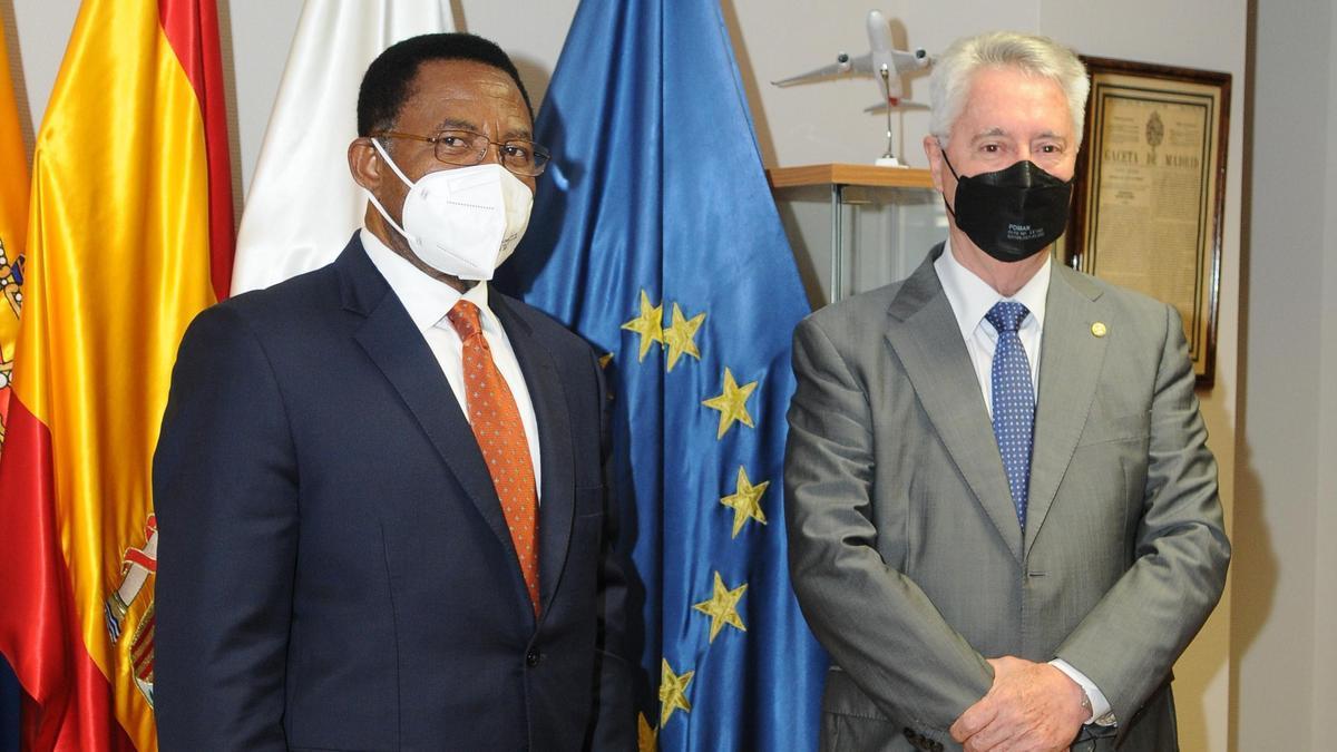 Embajador de Guinea en España y Sánchez Tinoco