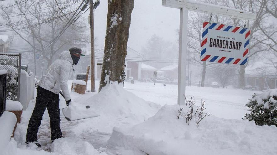 Una anciana sobrevive en EEUU encerrada cuatro días en su vehículo por la nieve