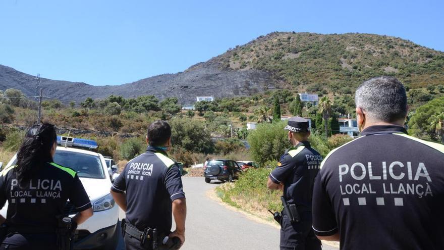 """La Policia controla l'accés a """"zona zero"""" de l'incendi de Llançà"""