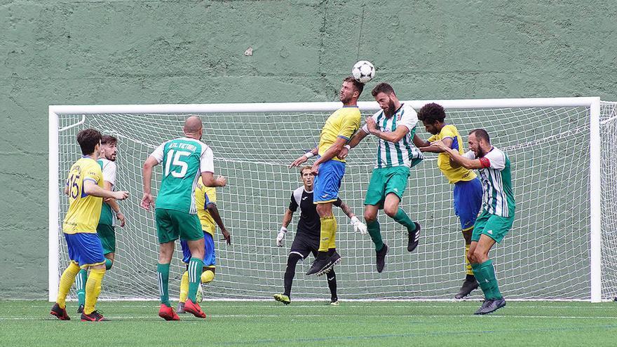 Amenazas de muerte e insultos en un campo de fútbol de Tenerife