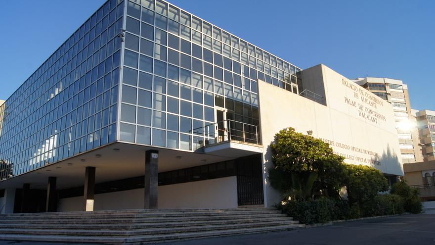 El Colegio de Médicos de Alicante pide en el juzgado medidas cautelares para vacunar en la privada