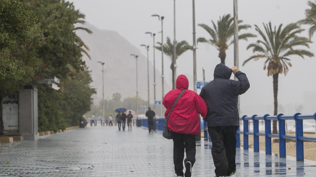 El tiempo en Alicante: Tarde de tormentas y granizo en la provincia