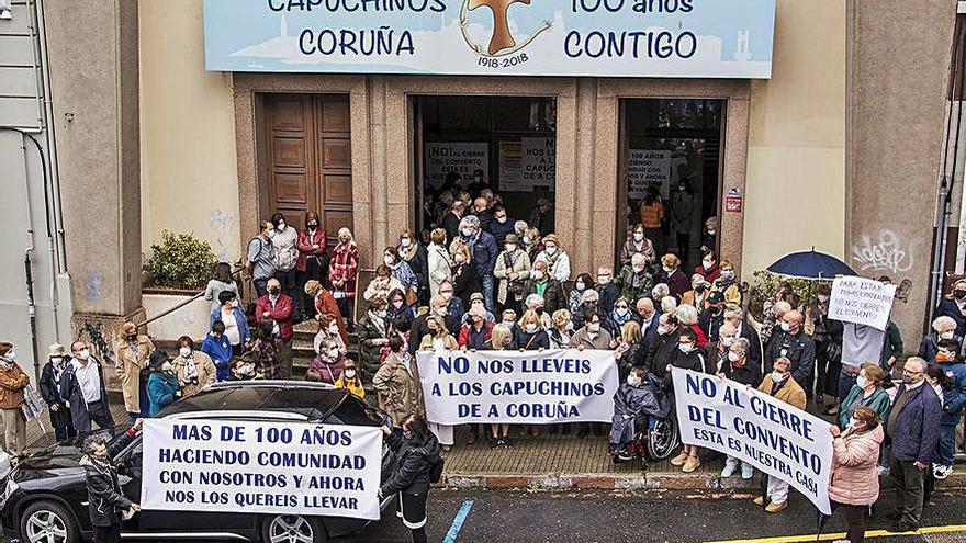Feligreses de los Capuchinos, contra el cierre del convento