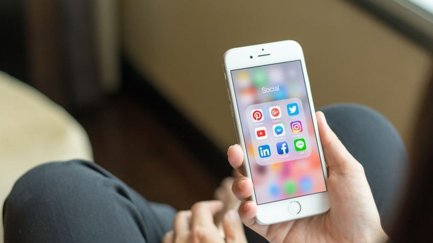 Abierta la inscripción para ayudar a los  mayores en el uso del móvil