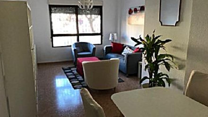 120.000 € Venta de piso en Dénia 90 m2, 3 habitaciones, 2 baños, 1.333 €/m2...