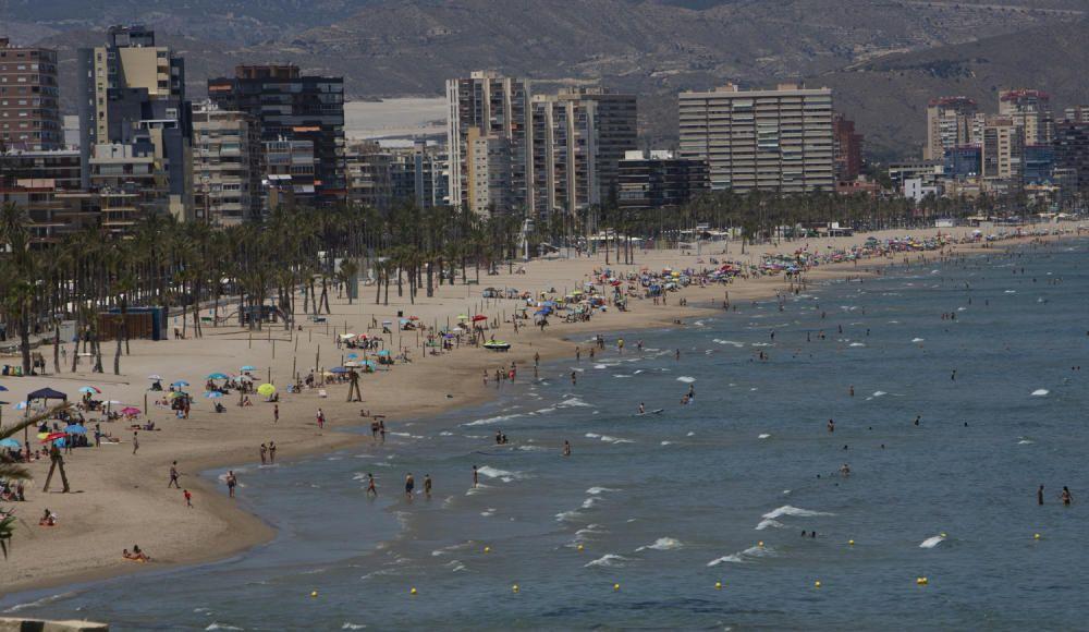 San Juan, en Alicante, con bandera azul.