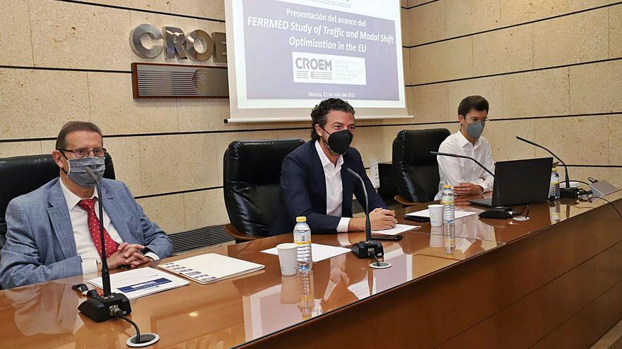 """Amorós: """"La Región necesita tres terminales ferroviarias"""""""