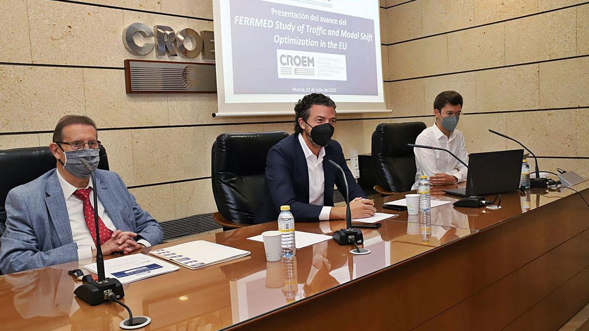 Joan Amorós (Ferrmed) y Alfonso Hernández (Fremm), ayer en la sede de la Croem