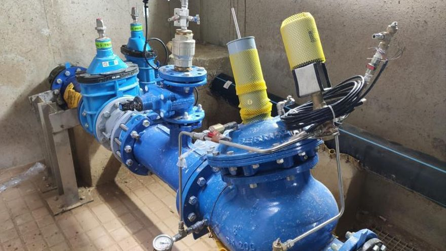 La Emshi coloca una segunda toma de agua en diez pueblos para reforzar el suministro
