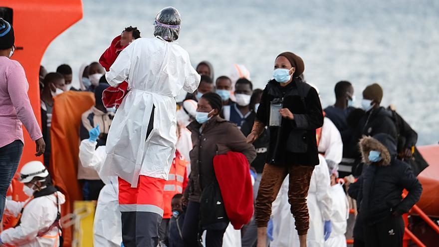 Rescatan a 110 migrantes que se dirigían en lanchas a Fuerteventura