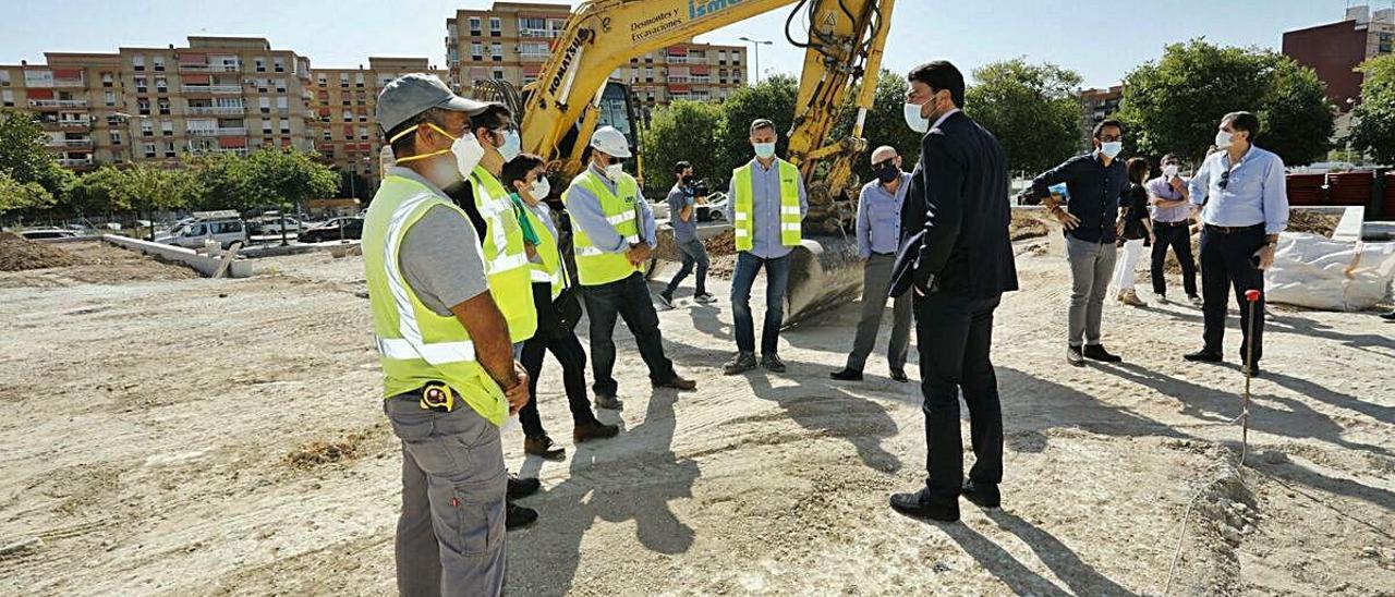 El alcalde y el edil de Urbanismo visitaron ayer las obras de la plaza de la Ciudad de la Justicia.