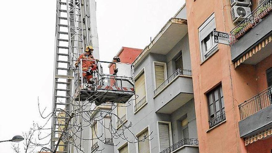 Los bomberos de Gandia se quedan otra vez sin brazo de rescate en altura