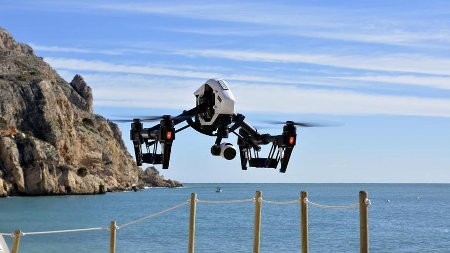 Xàbia incorpora la vigilancia aérea con un dron a la lucha contra la pesca furtiva