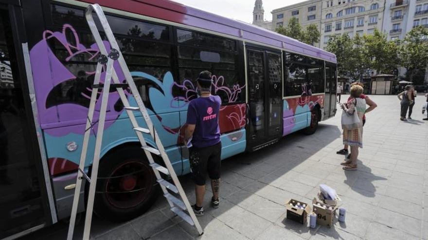 «Tunean» un autobús donado por la EMT de València para las mujeres saharauis