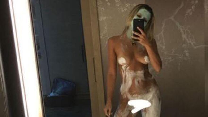 La mujer de Chicharito pone a prueba la censura de Instagram con un cremoso desnudo