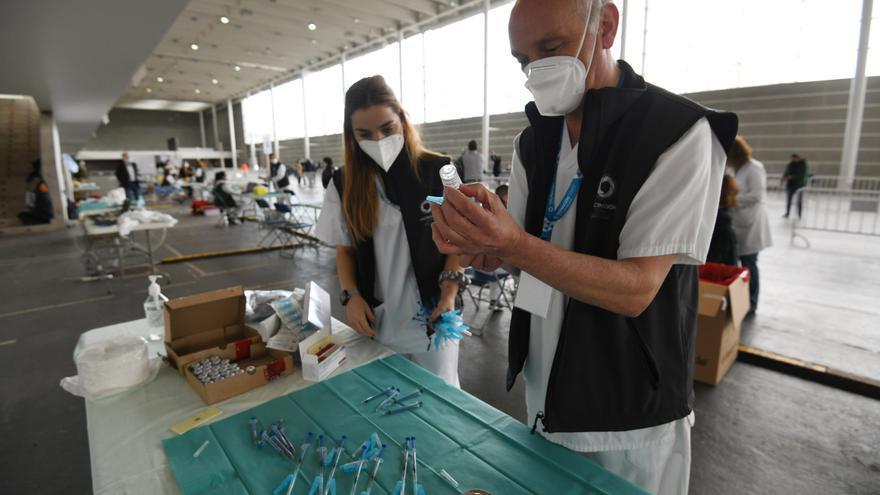 Sanidade fía la vuelta del ocio nocturno en junio a la vacunación de los mayores de 60