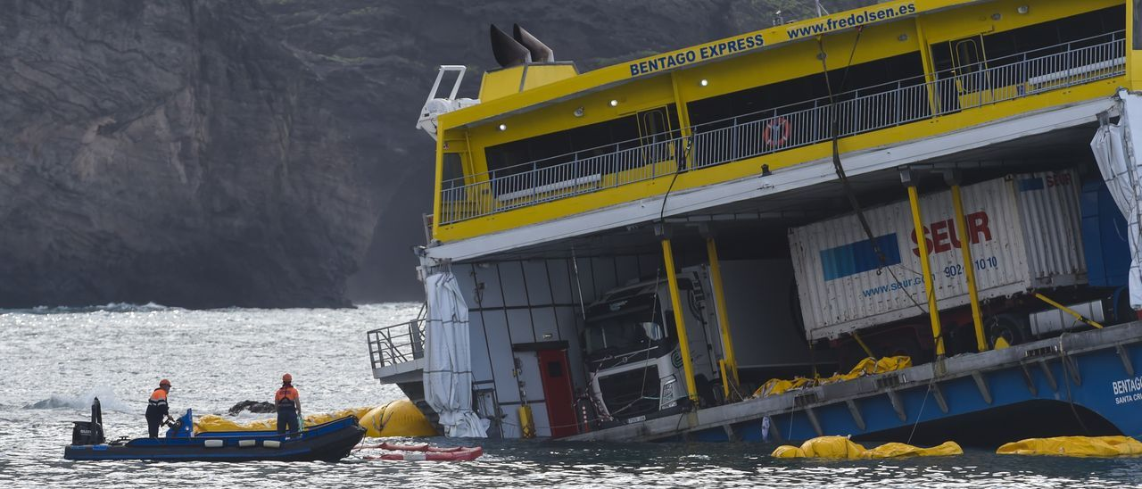 Continúan los trabajos de sellado del ferry