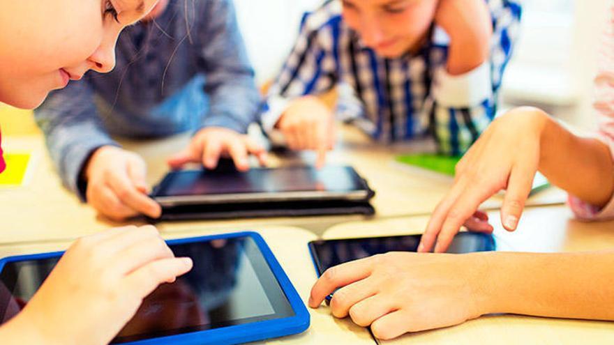 Ya vienen los Reyes... ¿Está preparado tu hijo o hija para tener un móvil o tablet?