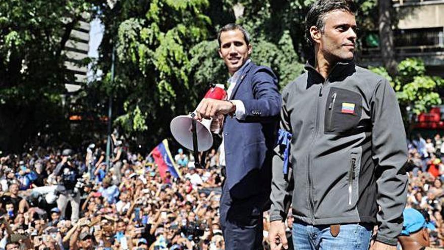 Creix la tensió a Veneçuela després d'una crida de Guaidó   a un alçament contra Maduro