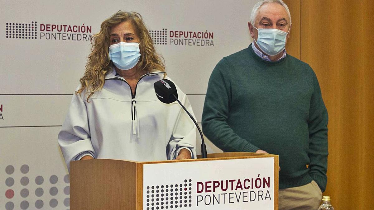 Carmela Silva y César Mosquera durante la presentación del Plan Concellos. |   // FDV