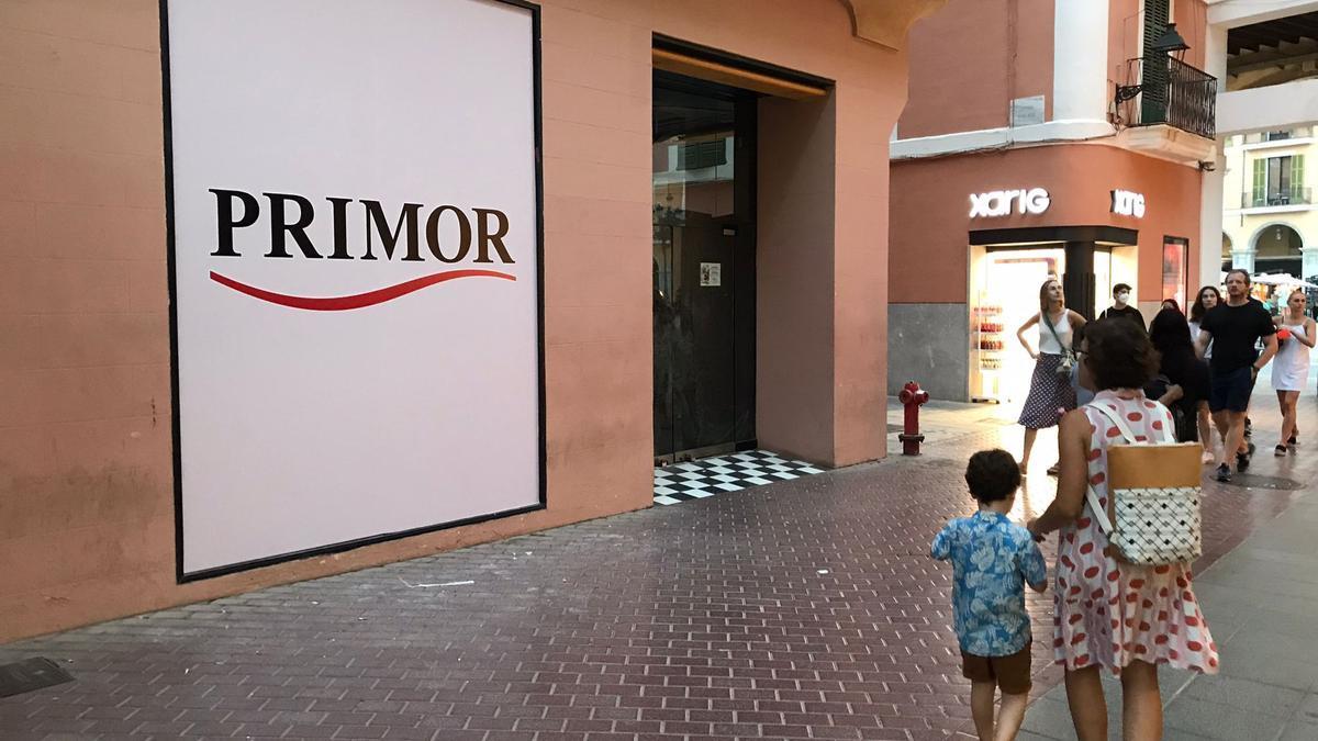 El letrero de Primor ya luce sobre la entrada del local.