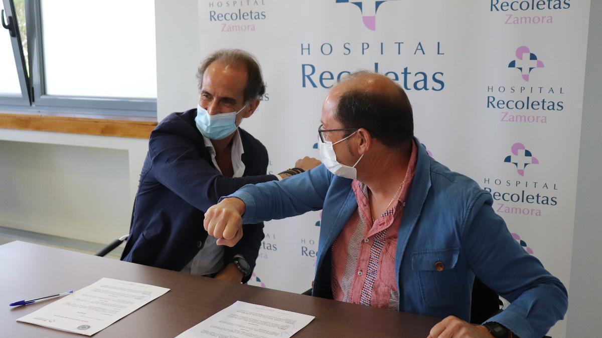 Firma del acuerdo entre Zamarat y Recoletas