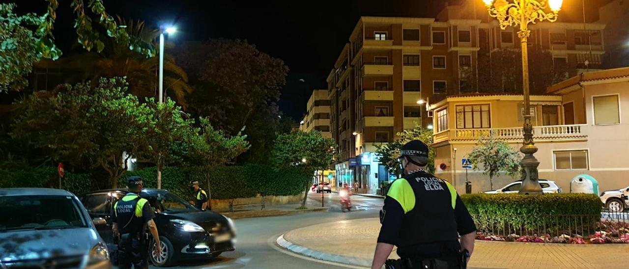 """Control policial en """"La Farola"""" de Elda."""