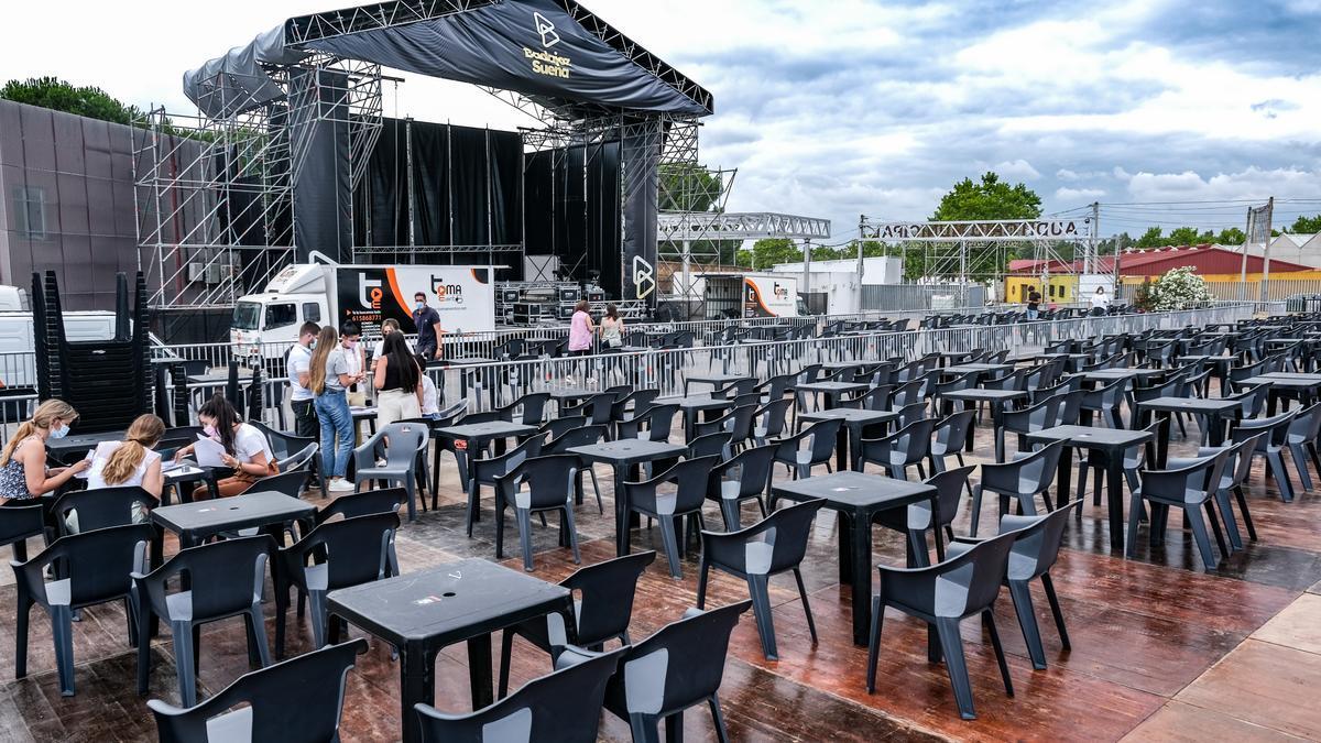 El auditorio del recinto ferial con todo preparado, ayer, para acoger el festival 'Badajoz Suena'.