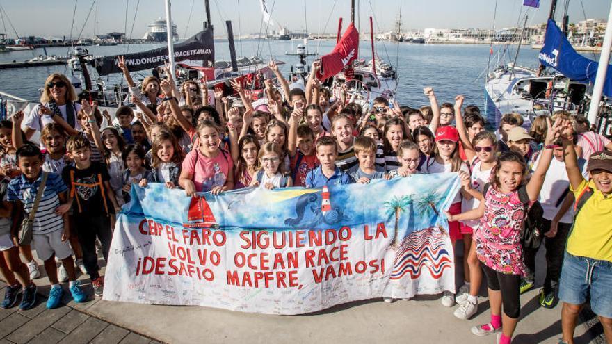 ¿Conoces el único colegio de Alicante que enseña a través de la Volvo?