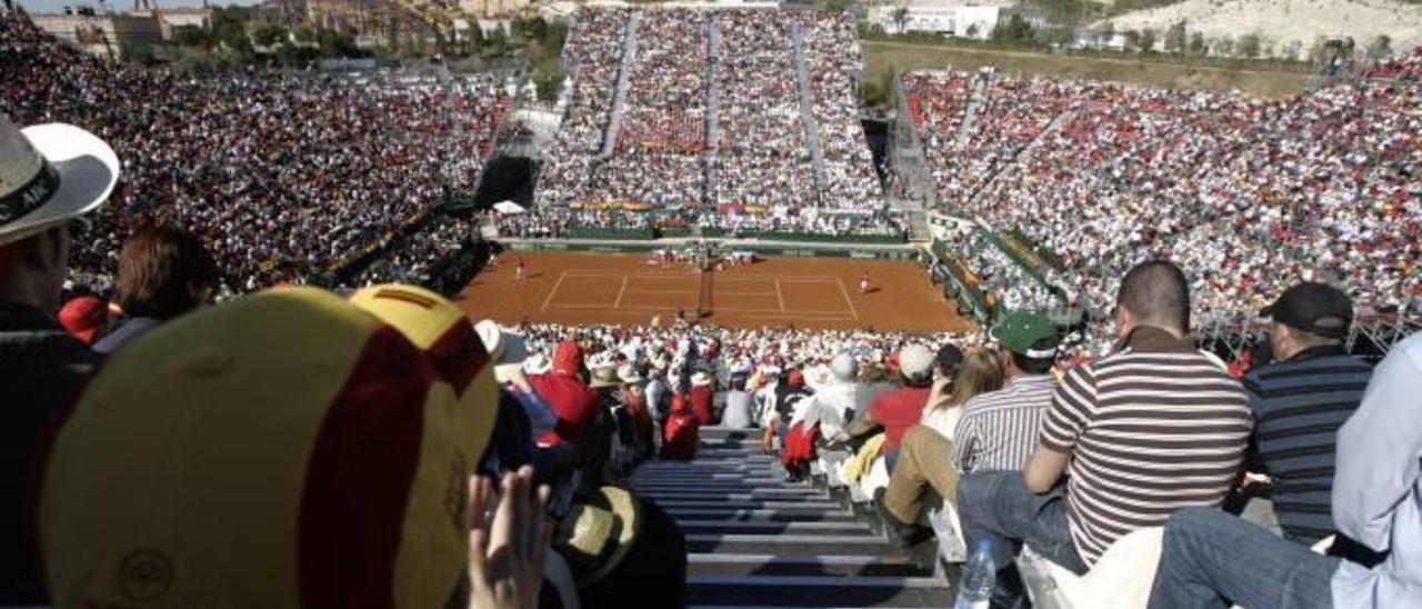 Disputa de un partido de la Copa Davis jugado en Benidorm en 2009.