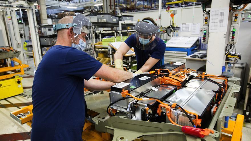 La fábrica de baterías viguesa seduce a Portugal