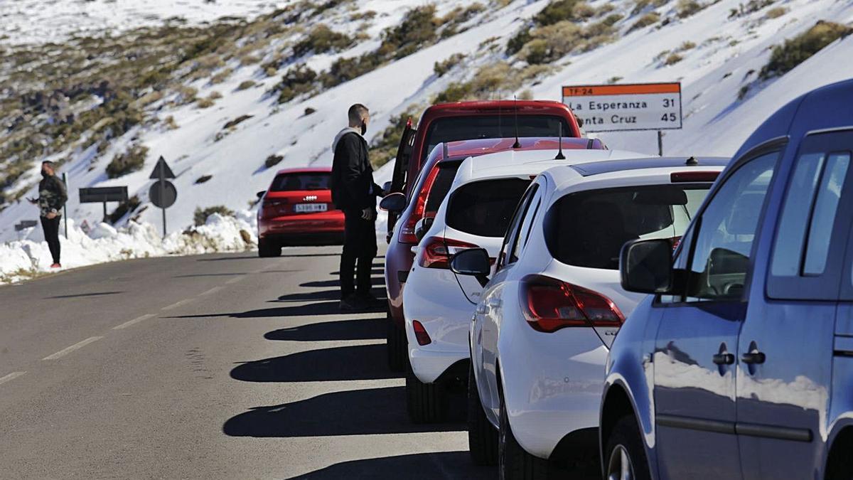 Colas en el Parque Nacional del Teide durante el Operativo Nevada del pasado mes de febrero.