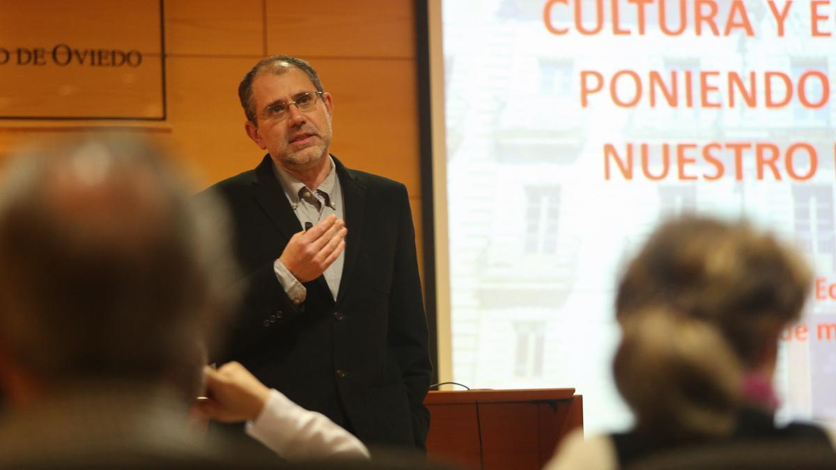Víctor Fernández Blanco, en una conferencia en el CSU de Avilés
