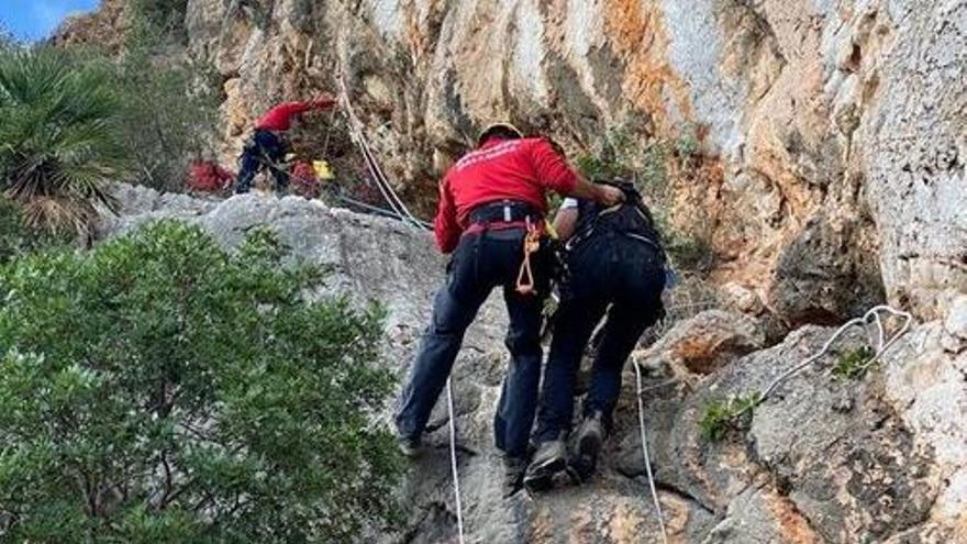 Rescatan a tres excursionistas bloqueados en el Puig de sa Garrafa