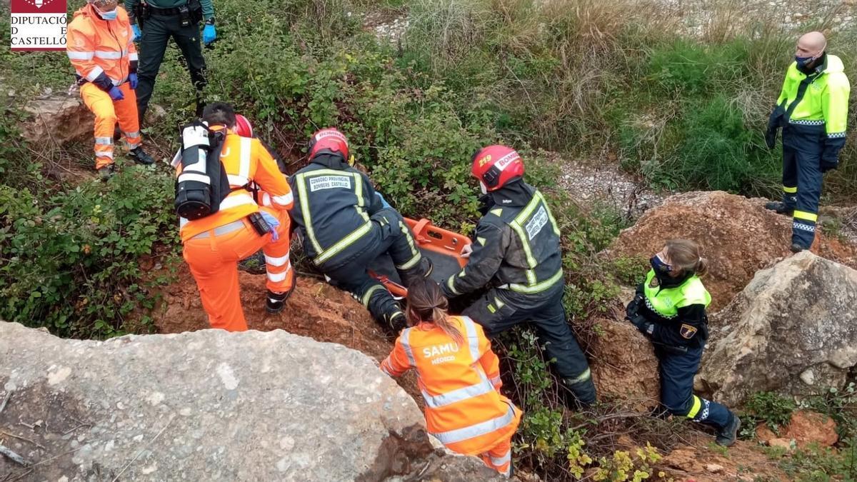 Policías, guardias civiles, sanitarios y bomberos han participado en el rescate.