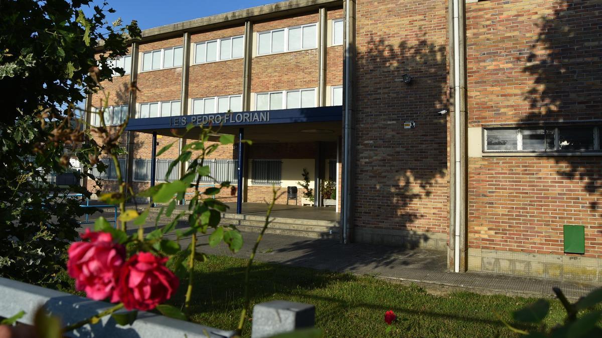 Fachada del instituto Pedro Floriani de Redondela. / A.P.