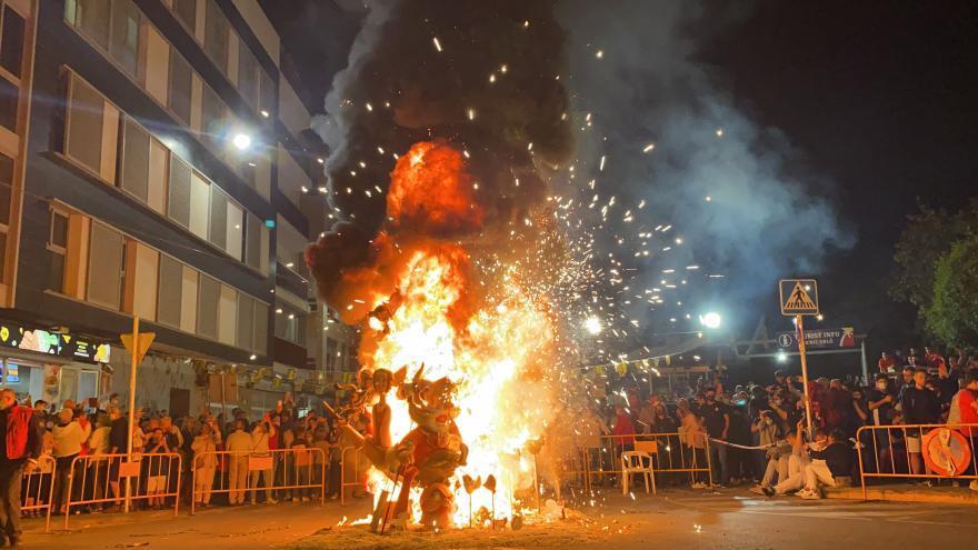 Así se ha quemado la mejor falla infantil 2021 de Benicarló
