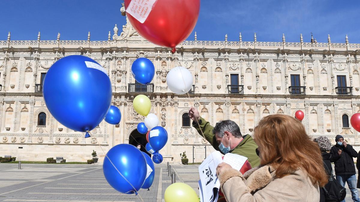 Aficionados celebran el Día mundial de la Poesía