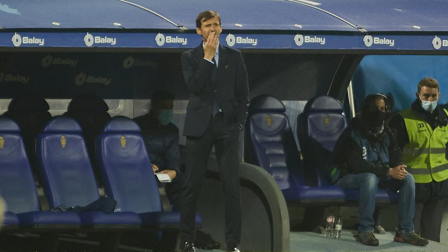 """Ziganda abre la puerta a la salida de los menos habituales del Oviedo: """"Son jóvenes y cada seis meses pueden decidir"""""""