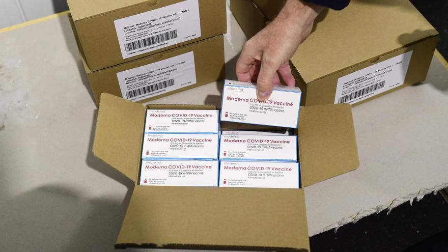 Las autonomías empiezan a recibir las primeras dosis de la vacuna de Moderna