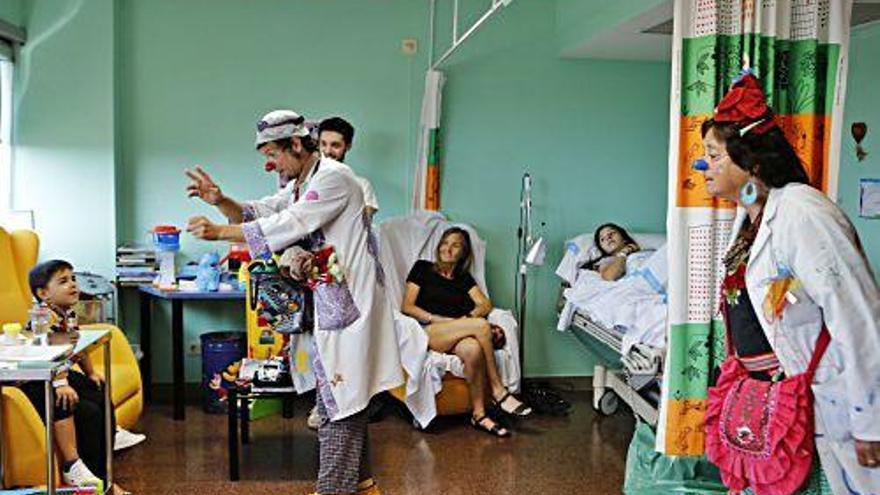 Auf Station mit den Klinik-Clowns von Sonrisa Médica