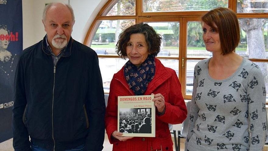 """Oviedo recibe la donación de diez ejemplares del libro """"Domingos en Rojo"""""""