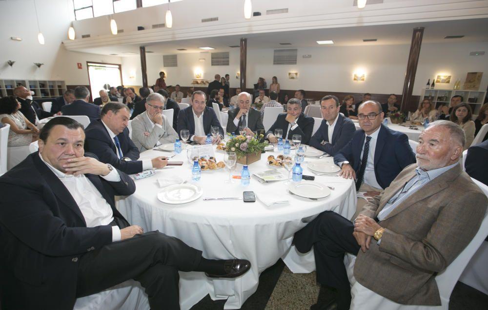 De izquierda a derecha, Antonio Arias (consejero delegado de Vectalia); Juan R. Gil (director general de Contenidos de INFORMACIÓN); José Luis Gisbert (presidente de IFA); Antonio Martínez (vicepresidente de IFA); Juan Antonio López Ruiz de Zuazo (director general de Gestión de INFORMACIÓN); Jaime Casas (director territorial de Bankia); Carlos González (alcalde de Elche); Manuel Palomar (rector de la Universidad de Alicante); y Alfredo Ferre (presidente de Hilaturas Ferre).