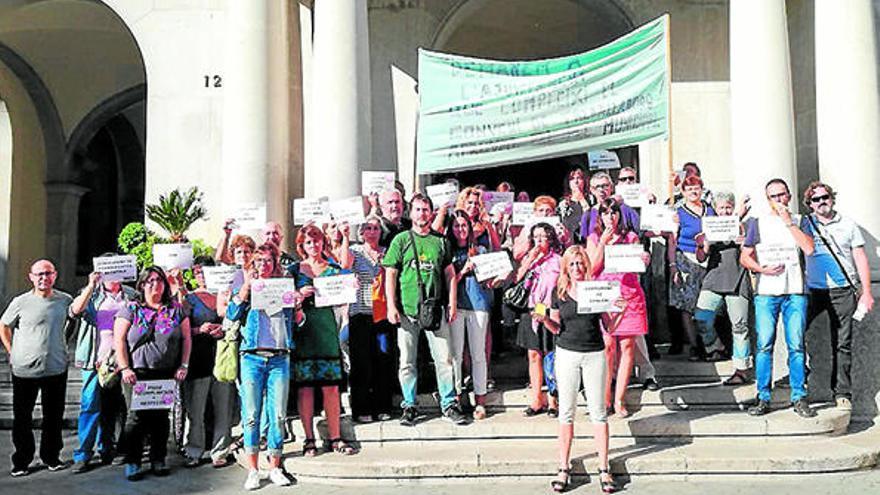 La plantilla de l'Ajuntament de Figueres pressiona per les millores laborals