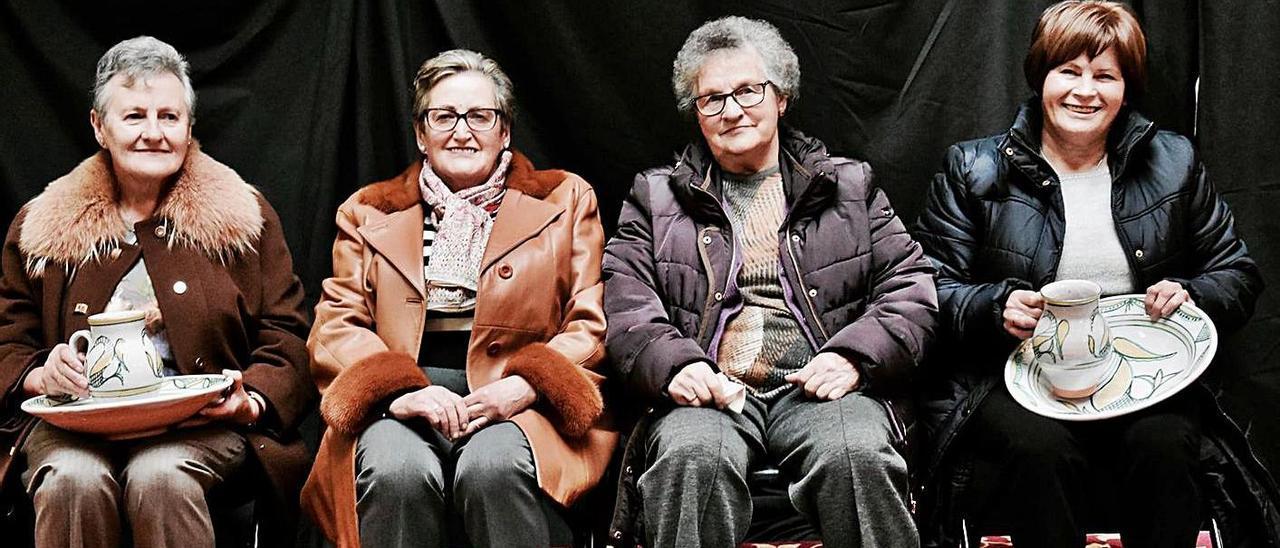 Por la izquierda, María Luz y Filomena Martínez, Ramona González y Oliva Fernández, las cuatro matriarcas del afuega'l pitu, en un homenaje en Grado en 2017.